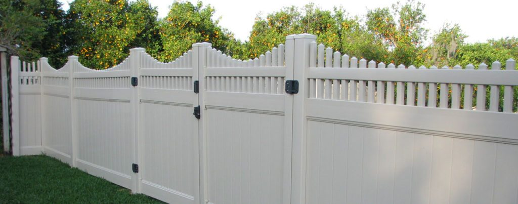fence and gate in white vinyl
